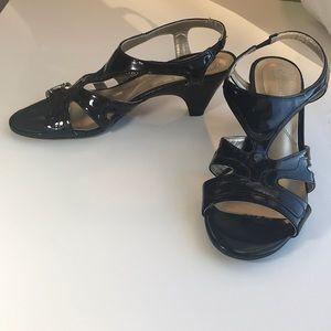 """Naturalizer 7.5M sandals 2 1/2"""" heel comfort"""